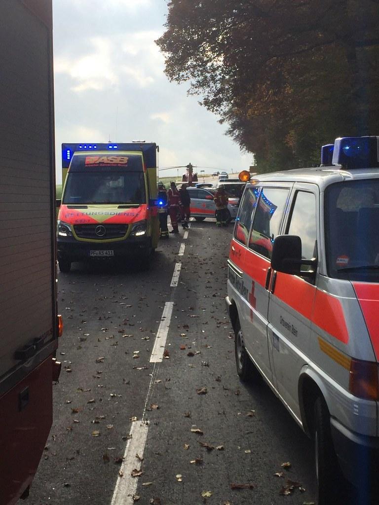 Königsbach-Stein: Internistischer Notfall am Steuer - 84-jähriger muss mit Rettungshubschrauber in die Klinikl geflogen werden - 07.11.2016