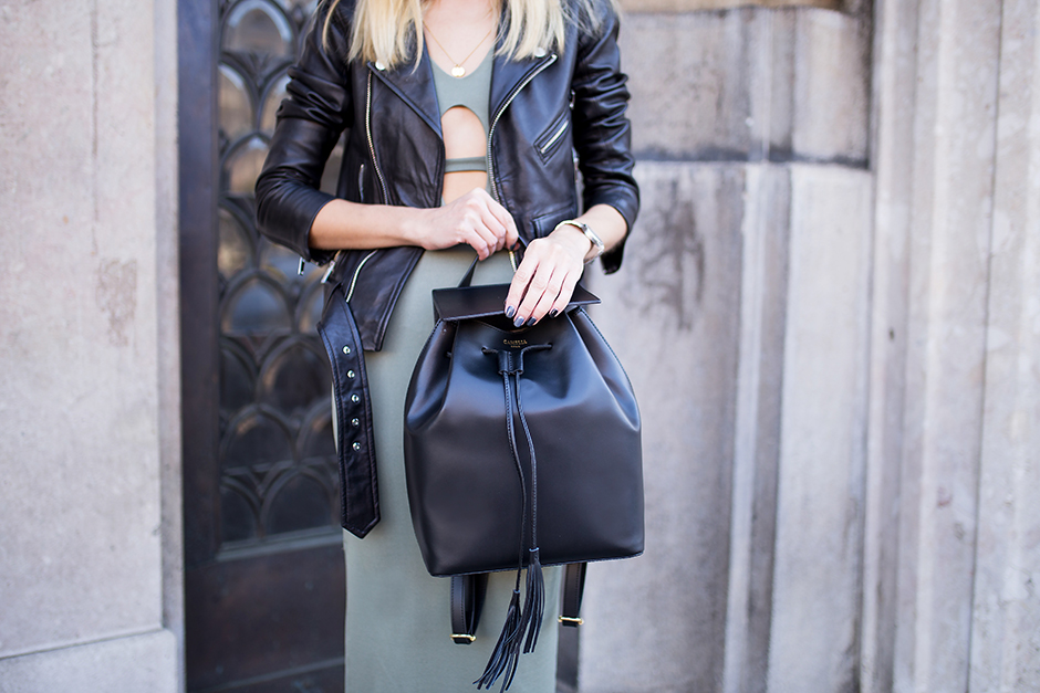 camelia-roma-black-leather-bacpack-blogger-look