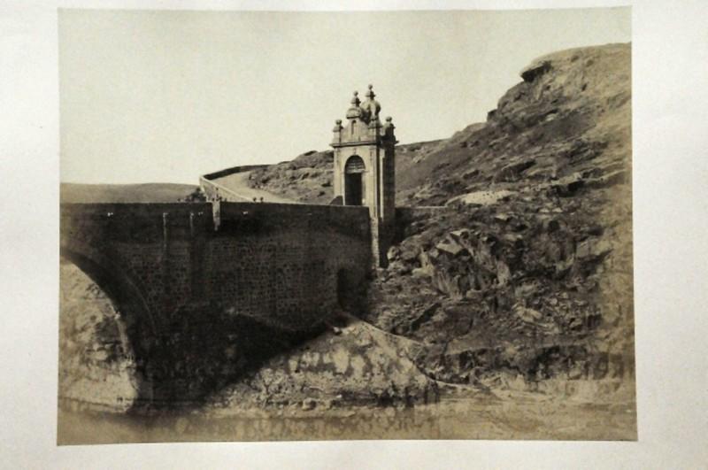 Puente de Alcántara en Toledo en 1852. Fotografía de Felix Alexander Oppenheim © Museum für Islamische Kunst, Staatliche Museen zu Berlin