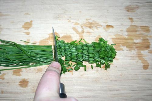 51 - Schnittlauch in Röllchen schneiden / Cut chives in rolls