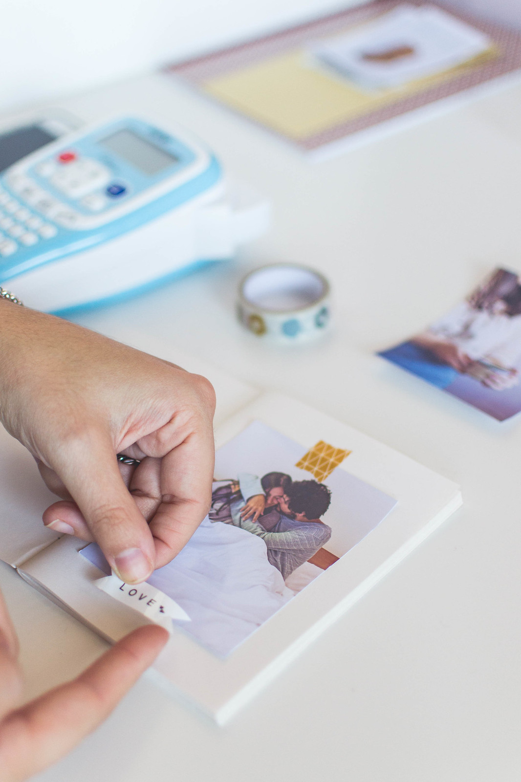 Add notes to your photos in your notebook with personal organizer Brother's labeller