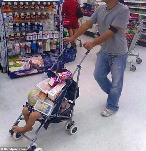 39180F4500000578-3822090-When_there_are_no_available_trolleys_in_the_supermarket_just_use-a-5_1475652994277-2