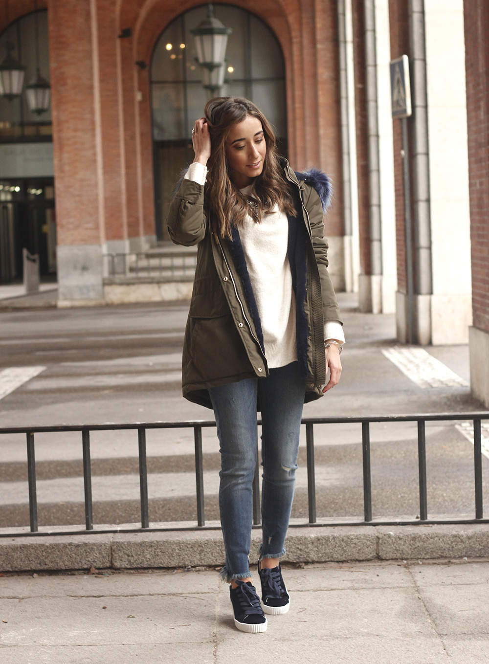Green Parka Velvet sneakers uterqüe jeans fall rainy day outfit style fashion06