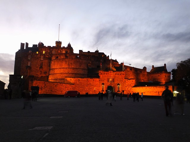 Edinburgh Castle at dusk 01