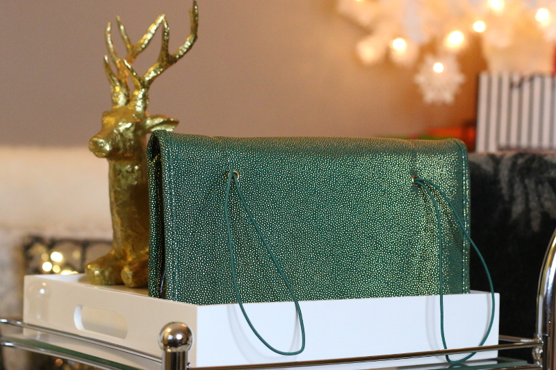Holiday-gift-guide-tartan-twine-travel-makeup-bag-7