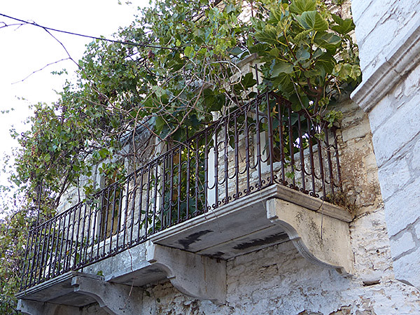 balcon apiranthos