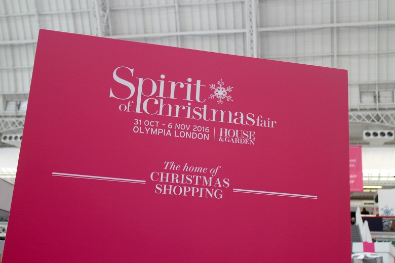 Spirit of Christmas Far