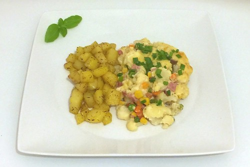 68 - Gratinated cauliflower with thyme honey potatoes - Served  / Gratinierter Blumenkohl mit Thymian-Honigkartoffeln - Serviert
