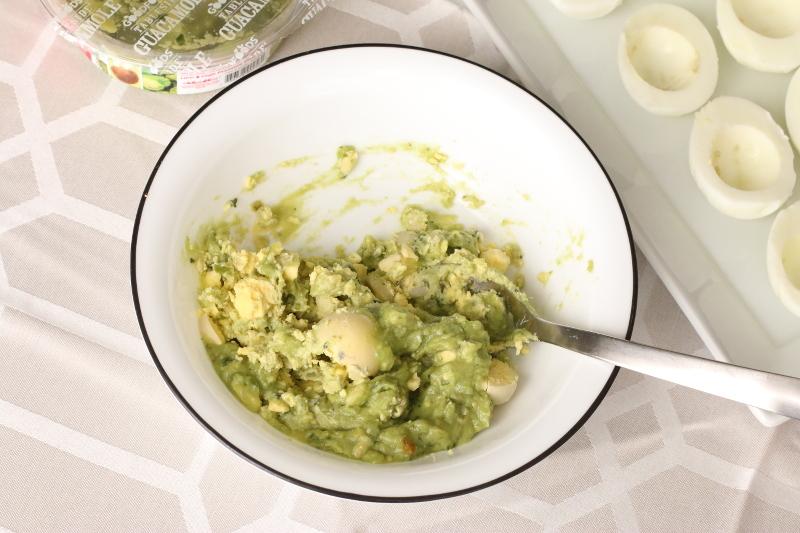 guacamole-boiled-egg-yolks-6