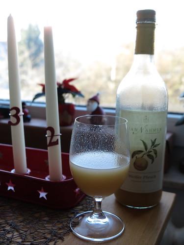 Saft am Morgen (Sortenrein: Weißer Pfirsich, von der Obstkellerei Van Nahmen)
