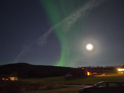 Måne og Nordlys