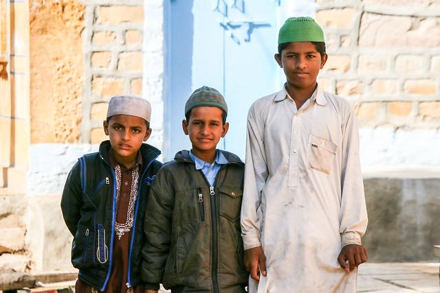 Muslim boys in Jaisalmer, India ジャイサルメール ムスリムの少年たち