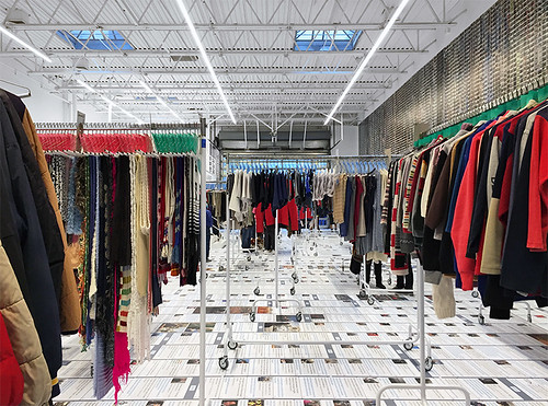 ai-weiwei-laundromat-refugees-jeffrey-deitch-new-york-designboom-020