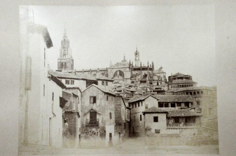 Catedral de Toledo desde la Plaza de Don Fernando en 1852. Fotografía de Felix Alexander Oppenheim © Museum für Islamische Kunst, Staatliche Museen zu Berlin