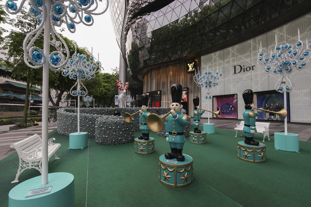 Tiffany And Co Christmas Ornaments Part - 44: This Holiday Season, Tiffany U0026 Co Celebrates Christmas By Creating The Theme Of U201cMake The World Sparkleu201d With Its Majestic 60 Foot Tall Christmas Tree.