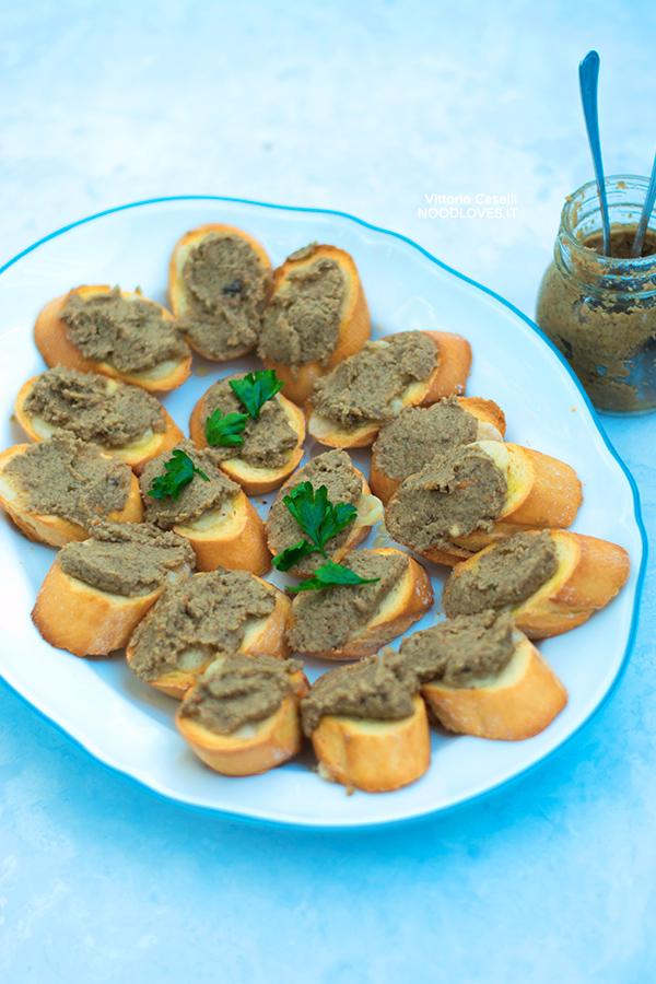 Crostini con Paté di funghi e gruviera