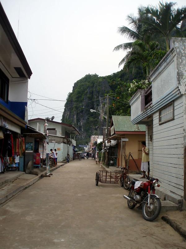 Una tranquila calle de El Nido