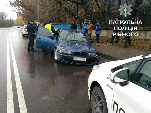 Втікаючи від поліцейських, розбив авто
