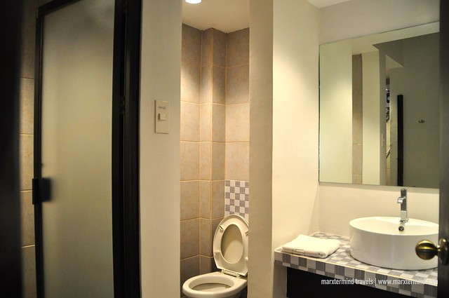The Hostelry Bacolod Shared Room Bathroom