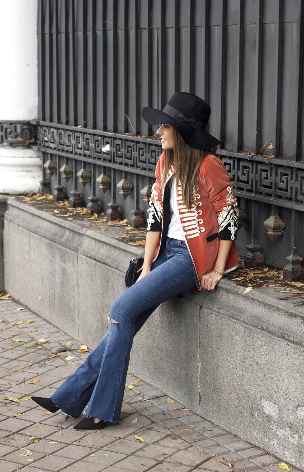velvet jacket jeans hat rainny day heels accessories outfit style fashion14
