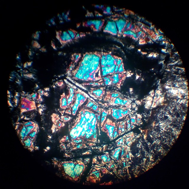 Serpentinization process (30 µm thin section, XPL)