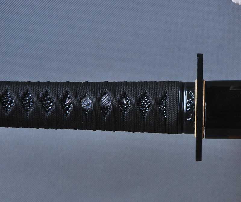 Japanese-samurai-sword-black-blade-handle