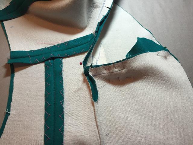 undercollar sewed on 2