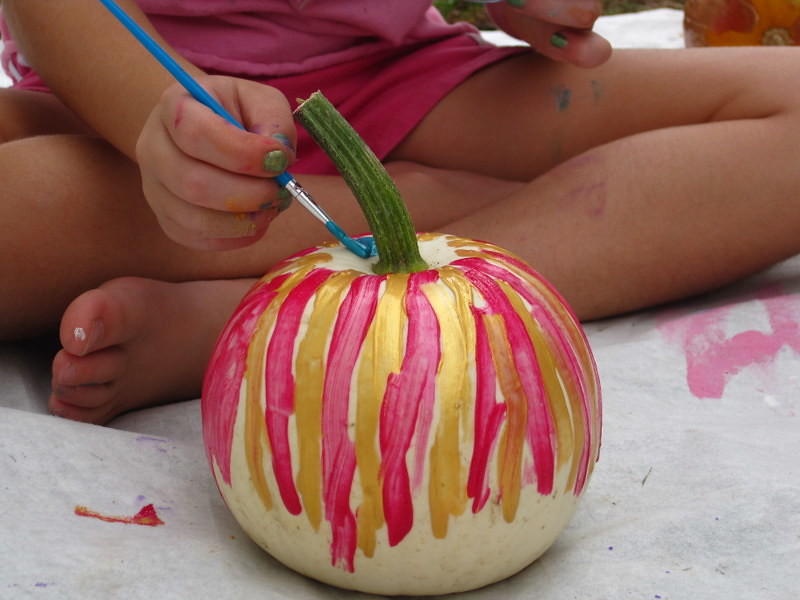 painting pumpkins (3)