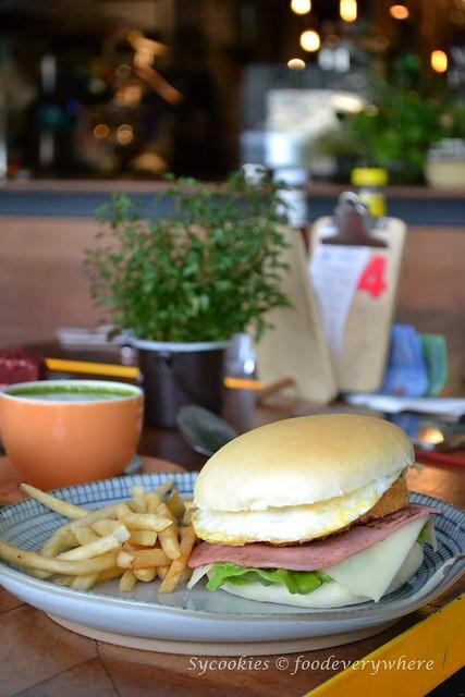8.Gasing 123 Cafe @ Jalan Gasing