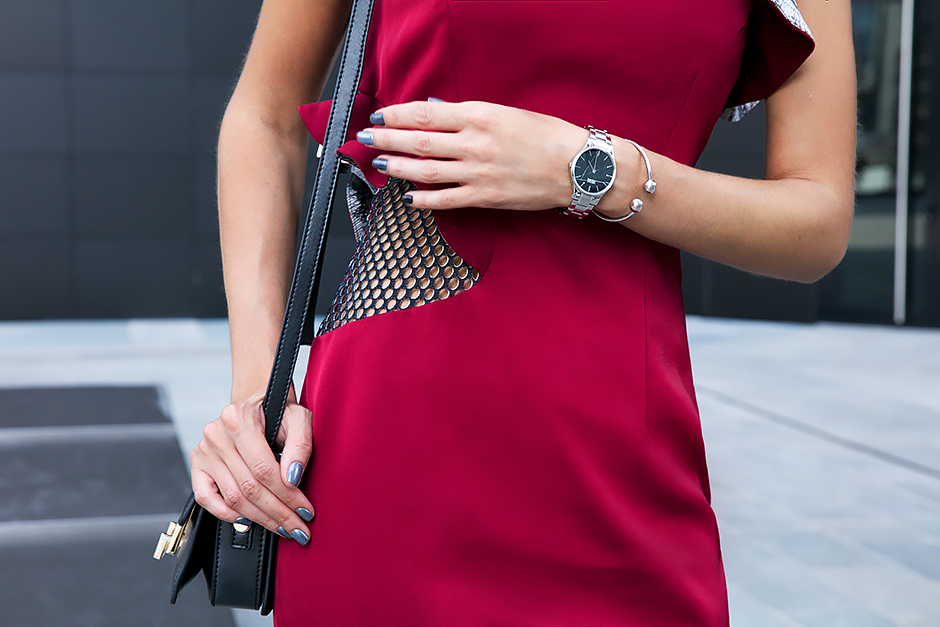 burgundy-red-dress-outfit-blogger