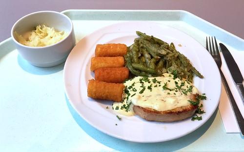 Pork steak with sauce bernaise, green beans & croquettes / Schweinesteak mit Sauce Bernaise, grünen Bohnen & Kroketten