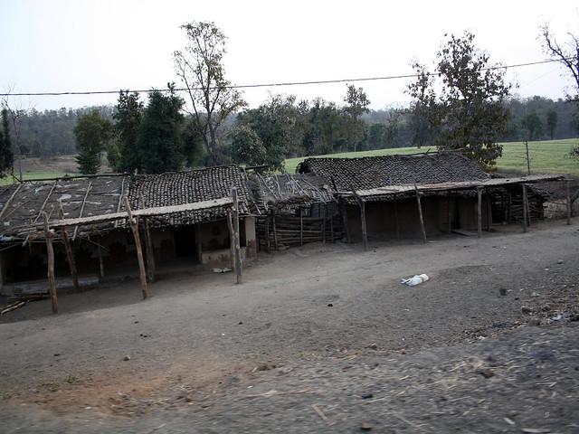 पलायन की वजह से खाली पड़ा गाँव एवं घर