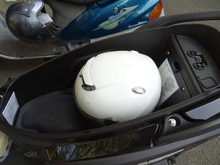 安全帽放後面蓋不起來