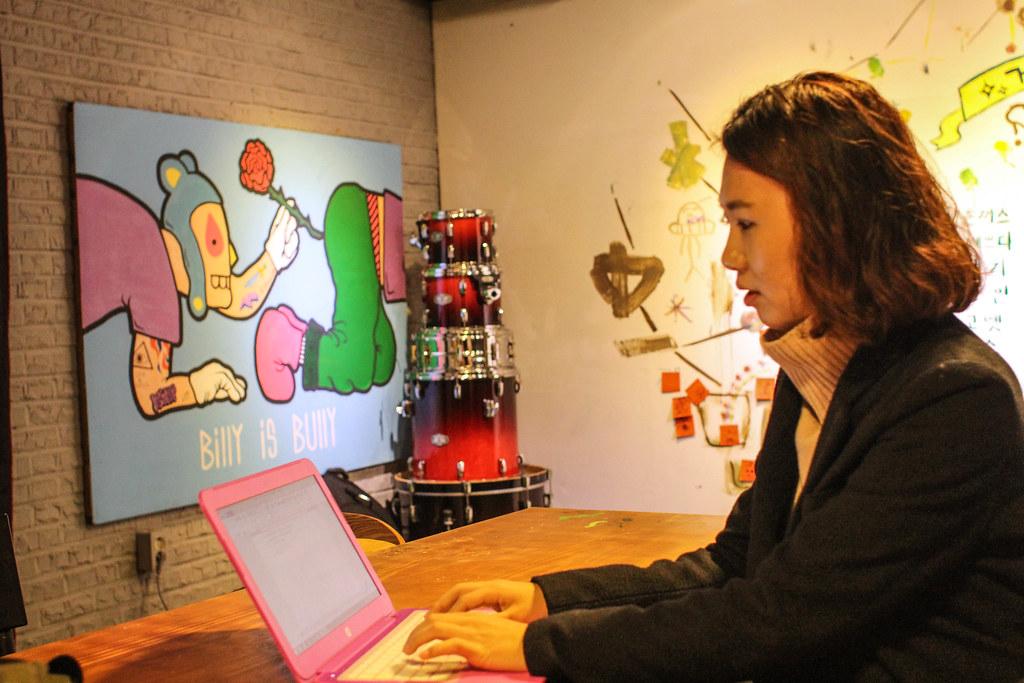 10프로젝트 기획서 작성 등 노트북은 정작가에겐 일상 휴대품이다