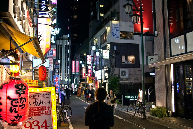 Wandering Tokyo at night | packmeto.com