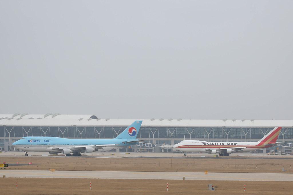 Boeing 747-400 vs 747-200