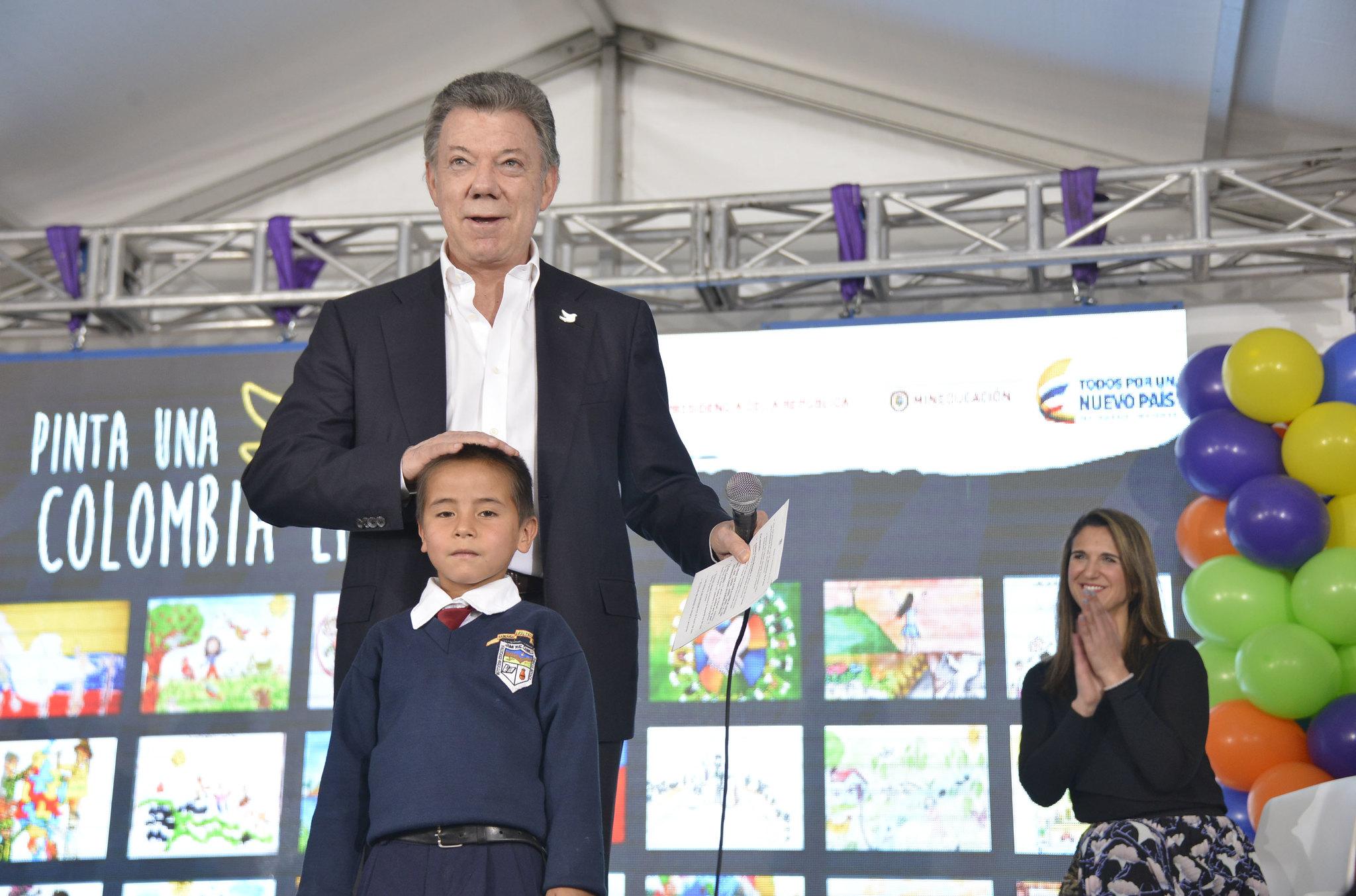Premiación Concurso Pinta una Colombia en Paz