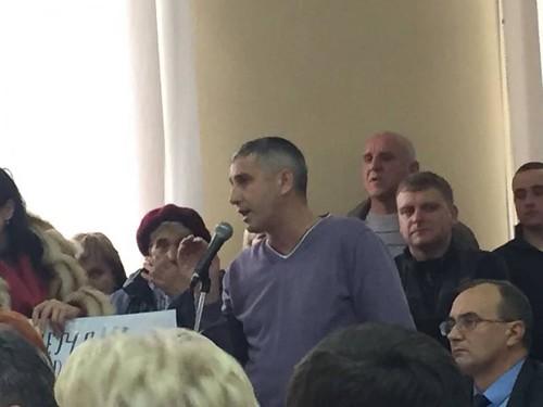 Депутат «завалив» запитами по-радикальному