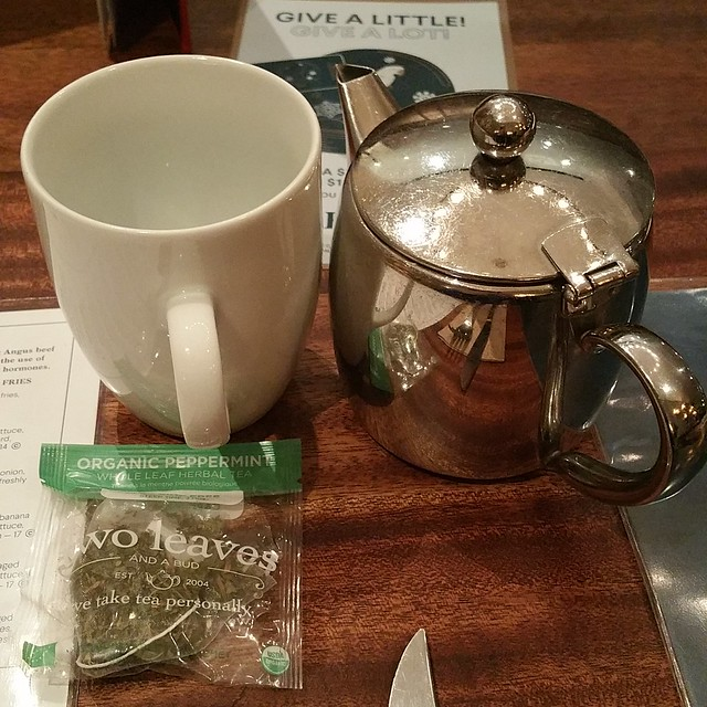 2016-Nov-9 - Earls Restaurant (Metrotown) - peppermint tea