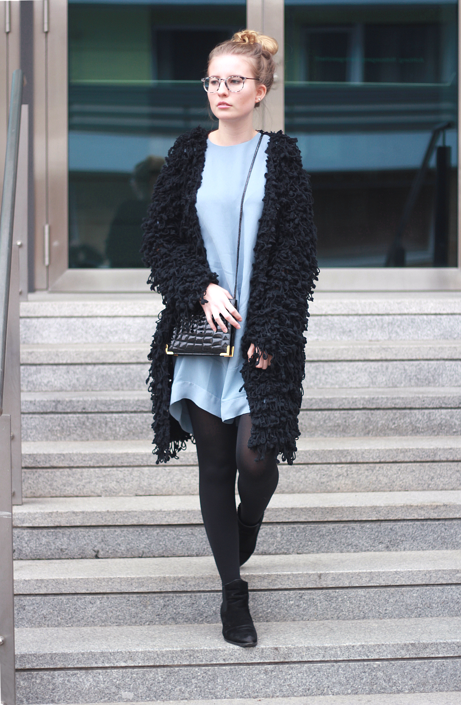outfit blogger look oversized jacket zara shirt dress and other stories thights asos boots vintage bag guess glasses2