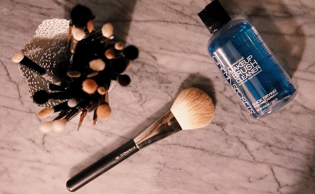 How to clean makeup brushes girlandvanity.com cinema secrets Mac 135