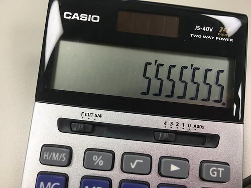 「妳看!我收集數字了!」