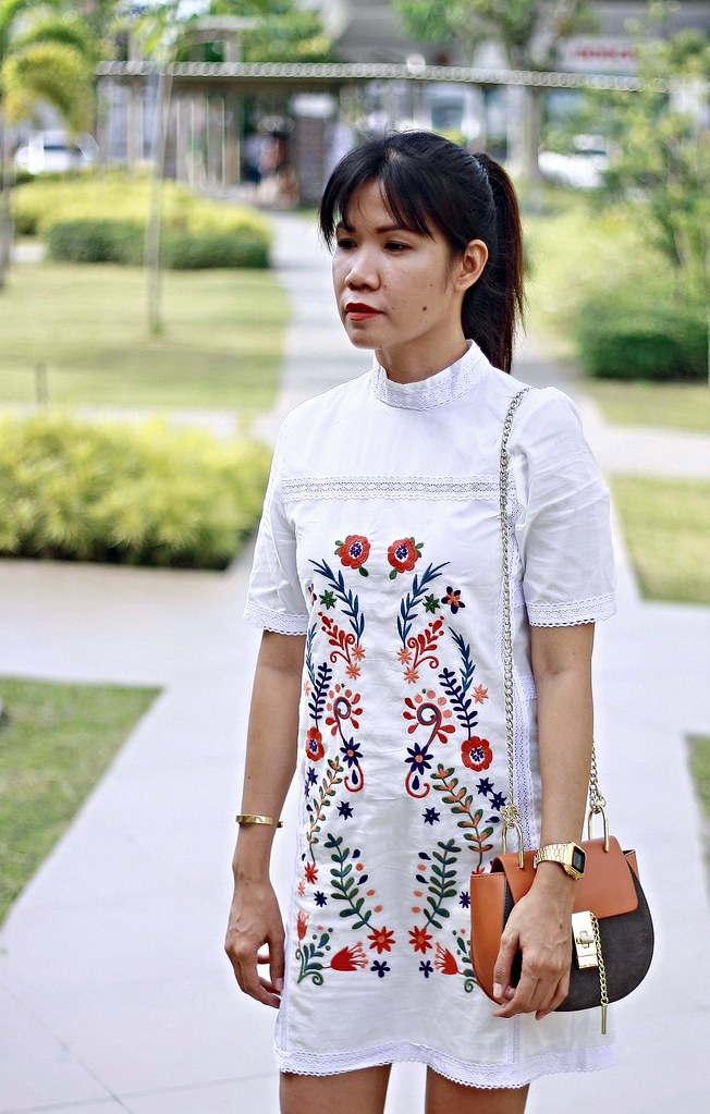 embroidered dress, white dress