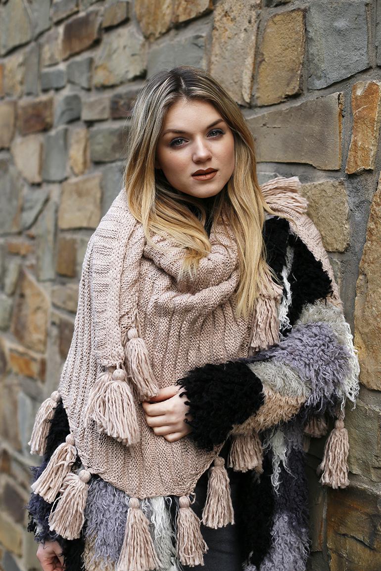 koud, winter, patchwork jas, sjaal met kwastjes, beige sjaal, scarfz, fashionblogger, fashion is a party, sinterklaas, sinterklaasweekend, dichten, gedicht, arnhem, poncho, deken, warme outfit