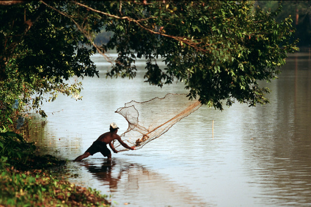 Small-scale fisheries, Cambodia. Photo by Dominyk Lever, 2004