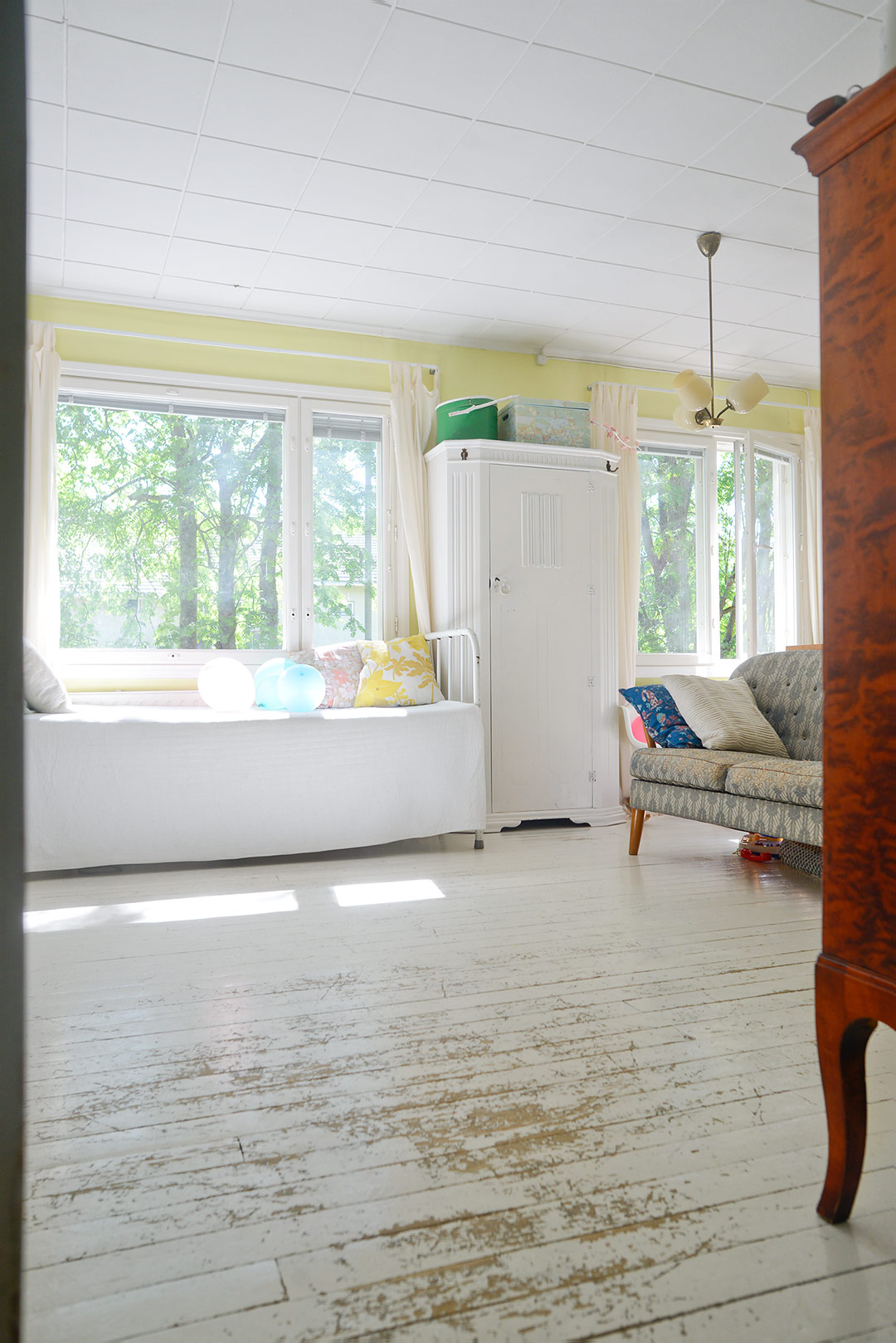 To do: Paint the living room floor