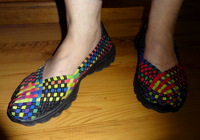 Stretch shoes, multi-color