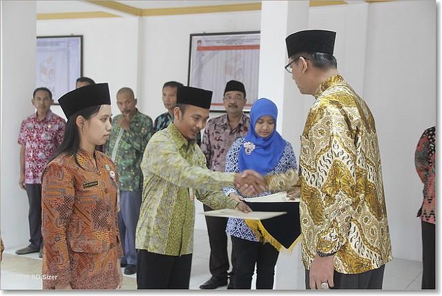 Much. Anam Rifai (tengah) pada saat dilantik(24/6)
