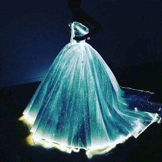 MET GALA 2016 #metgala2016 #metball #metgala #clairedanes #zacposen #celebs #fashionshow #style #dresses #gowns #styleicon #styleblogger #styleblog #styleaddict #fashionlook #fashiondesigner #fashiondiary #fashionaddict #fashionistas #fashionlover