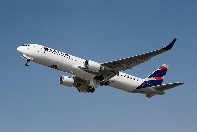 Venezuelából kivonulnak, Brazíliába bevonulnak a légitársaságok